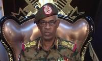 Soudan : le chef du Conseil militaire de transition annonce sa démission, les manifestants crient victoire