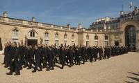 Notre-Dame de Paris : l'hommage aux pompiers