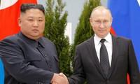 À Vladivostok, Vladimir Poutine appuie les garanties réclamées par Kim Jong-un