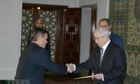 L'ambassadeur du Vietnam présente ses lettres de créance au président algérien