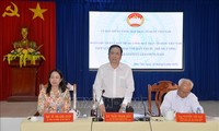 Trân Thanh Mân travaille avec le conseil d'administration de la secte bouddhique Hoa Hao