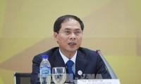Bùi Thanh Son: Le Vietnam contribue au règlement des problématiques urgentes