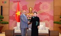 Nguyên Thi Kim Ngân reçoit le président du Comité de défense de la Révolution de Cuba