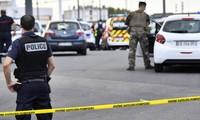 Attaque au couteau dans la banlieue de Lyon: un mort et huit blessés dont trois graves