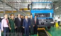 Le vice-Premier ministre biélorusse à l'inauguration d'une usine de Maz Asia