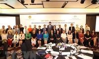 Le rôle des femmes du secteur des relations extérieures à l'ère numérique