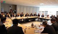 Nguyên Chi Dung rencontre des dirigeants d'entreprise australiennes