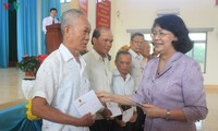 Dang Thi Ngoc Thinh rencontre des pauvres de Tiên Giang