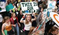 FEM 2020 : Plus de 10000 manifestants et Greta Thunberg à Lausanne pour le climat