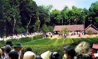 Le village natal du président Hô Chi Minh accueille de nombreux visiteurs