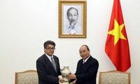 Nguyên Xuân Phuc reçoit les ambassadeurs de Malaisie et d'Arménie