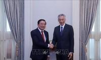 Un haut responsable du PCV en visite à Singapour