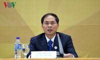 Bùi Thanh Son: Combattre le Covid-19 reste la priorité du Vietnam à l'heure actuelle