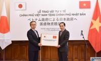 Covid-19: Remise symbolique de cadeaux et d'équipements médicaux au peuple japonais