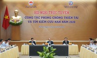 Nguyên Xuân Phuc préside une visoconférence sur la prévention contre les catastrophes naturelles et le sauvetage