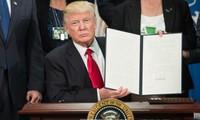 Trump signe un décret visant à limiter la protection dont bénéficient les réseaux sociaux