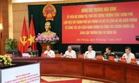 Truong Hoa Binh contrôle les avancées de la réforme administrative et de la lutte contre la contrebande à Haiphong