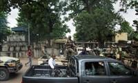 Coup d'État au Mali: les pays voisins réclament le rétablissement d'IBK et envoient une délégation