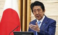 Le Vietnam et la communauté internationale saluent les contributions du PM japonais Abe Shinzo