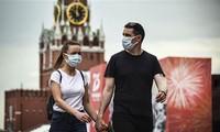 Coronavirus dans le monde : dernier bilan par pays, près de 870 000 morts