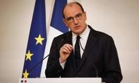 Covid-19: 40 000 nouveaux cas en France en 24 heures, extension du couvre-feu