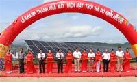 Inauguration de la centrale solaire photovoltaïque de Ninh Thuân (centre)