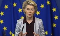 """Ursula von der Leyen dénonce les """"mensonges"""" de la Pologne et son véto """"irresponsable"""""""