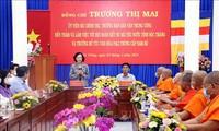 Soc Trang: Truong Thi Mai rend visite aux bonzes