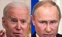 """Joe Biden et Vladimir Poutine pourraient se rencontrer """"en juin"""", selon le Kremlin"""