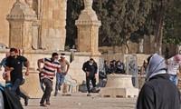 Israël : des centaines de Palestiniens blessés lors de heurts avec la police devant la mosquée Al Aqsa