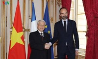 Party leader meets French Prime Minister