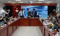 Photographer Nick Ut donates items to Vietnam Journalism Museum