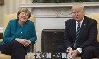 Après Emmanuel Macron, Donald Trump reçoit Angela Merkel, mais avec moins de faste
