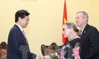 PM Nguyen Tan Dung welcomes US Supreme Court Justice