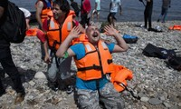 Refugees: more dead and missing in Greek waters