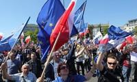 波兰爆发1989年以来最大规模的抗议示威