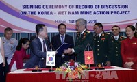 Vietnam and South Korea cooperate to recover from post-war bombs, mines