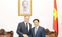 Vietnam to create favorable conditions for Canadian businesses and investors