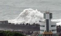 """台风""""马勒卡""""来袭  台湾取消近200个航班"""