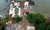 Indonesia's tsunami: casualties mount