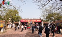 Crowds gather at Tran temple's seal opening ceremony