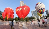 Tourist spots attract crowds of visitors during national holidays