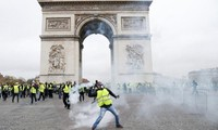 1,000 yellow vests protest across France