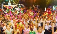 Top leader shares children's Mid-Autumn Festival joy