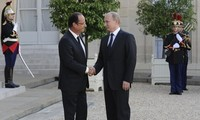 Französischer Präsident zu Gast in Russland
