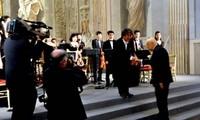 Vietnamesisches Orchester spielt im Präsidentenpalast in Italien