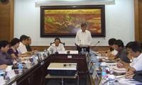 Die Umsetzung des Parteibeschlusses und des Politbürodekrets überprüfen