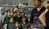 Internationale Gemeinschaft verurteilt den Anschlag auf die Schule in Pakistan