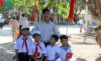 Die Delegation der Aufklärungs- und Bildungskommission besucht die Insel Sinh Ton