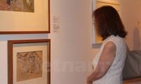 Ausstellung der Kunstwerke über den Vietnam-Krieg in Singapur